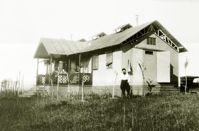 01_1931-alloggio-del-personale-aipa-a-devoli