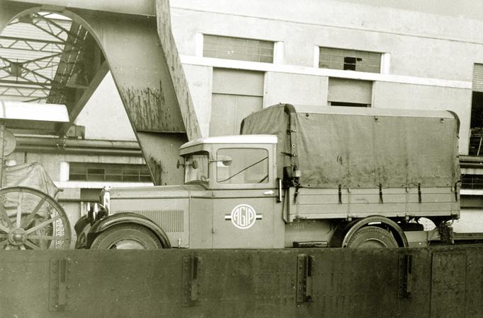 03_1933-imbarco-automezzo-per-albania