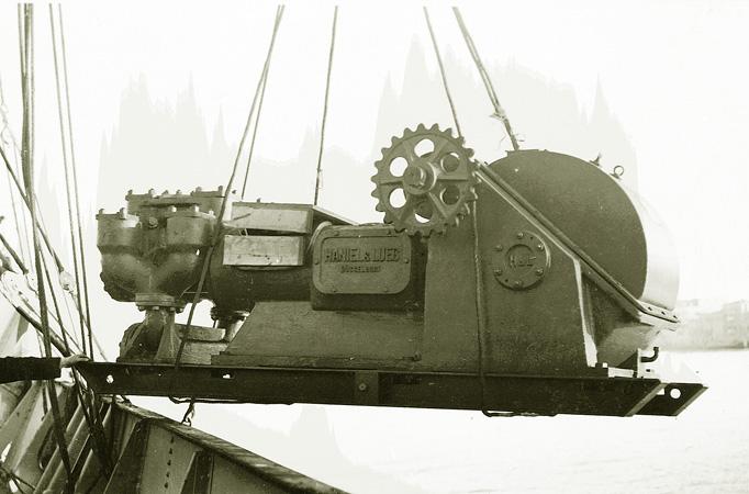 09_1934-scarico-di-una-pompa-del-fango