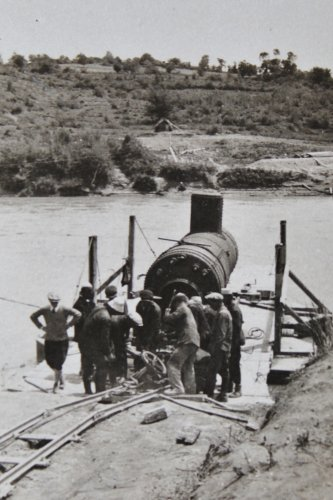 trasporto di caldaiaia su fiume Devoli