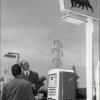 018-enrico-mattei-visita-una-stazione-di-servizio-agip-supercortemaggiore-anni-50
